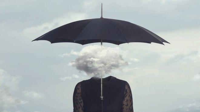 Dibujo de una mujer con una nube en la cabeza