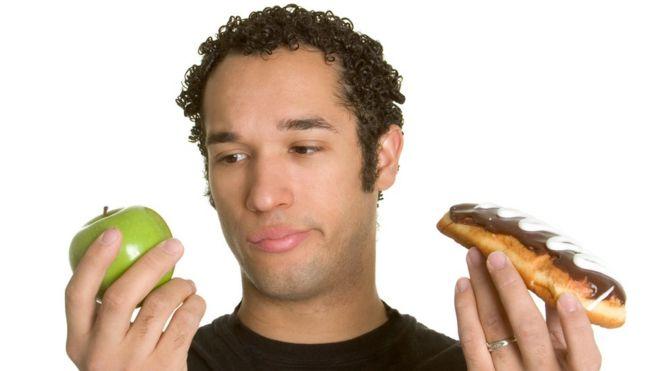 Homem com alimentos