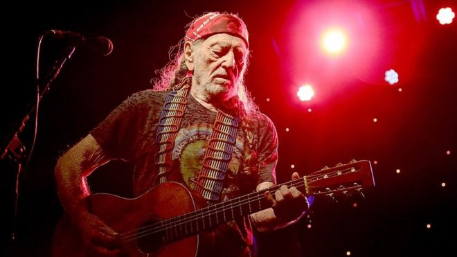Willie Nelson cancels tour over breathing problem - BBC News