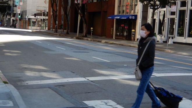 Duy nhất một khách bộ hành tại ngã tư đường ở San Francisco tuần qua