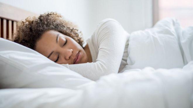 Night owls: Simple sleep tweaks boost wellbeing - BBC News