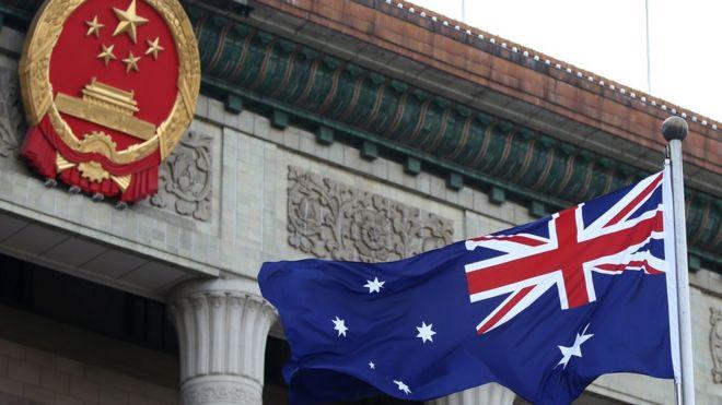 中國國徽和澳洲國旗