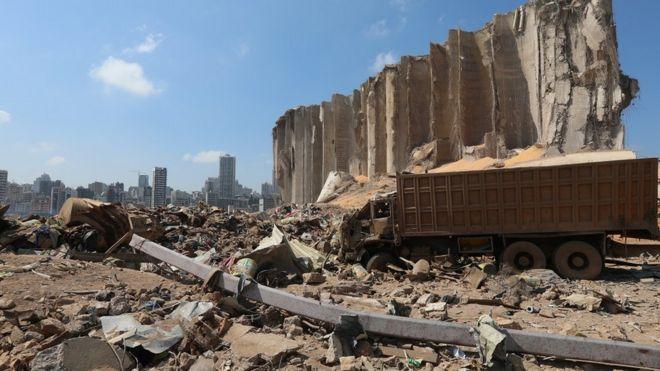 разрушенное взрывом зернохранилище
