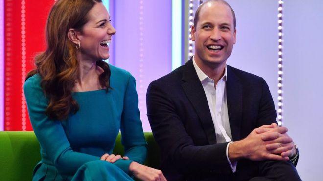 O casal real em um dos estúdios da BBC