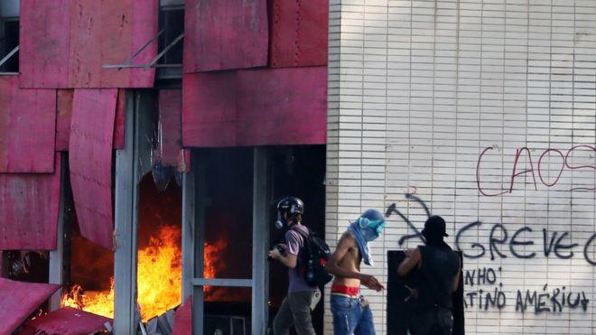 Fuego en el interior del ministerio de Agricultura.