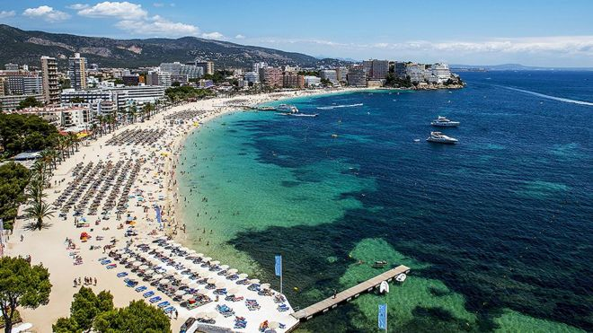 Balcony deaths: British tourists warned after 11 falls in