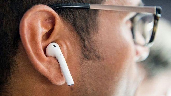 Iphone 7 беспроводные наушники и мужество реакция экспертов Bbc