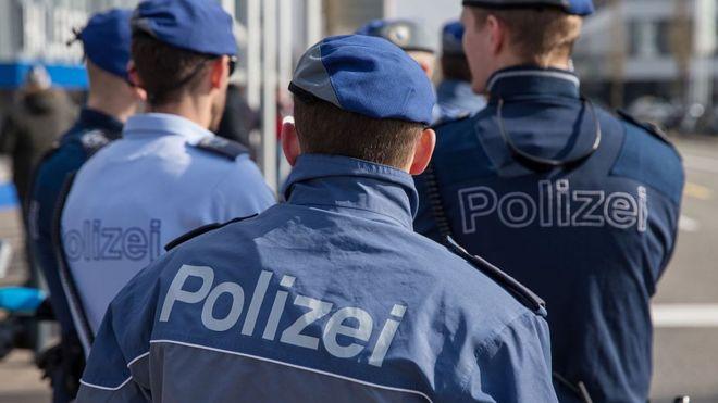 Швейцарские полицейские