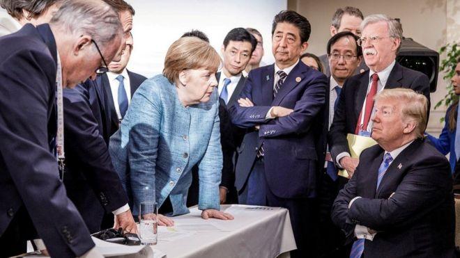 Shugabar gwamnati Jamus Angela Merkel na yi wa shugaban Amurka bayani
