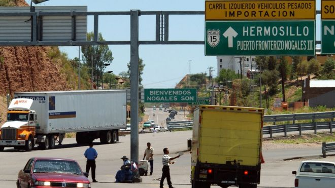 Mexico warns us about ending nafta trade deal bbc news truck at the us mexico border file picture sciox Images