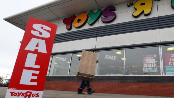 Toys R Us and electronics chain Maplin on the brink of financial collapse ready for administration, putting 5,500 jobs at risk.