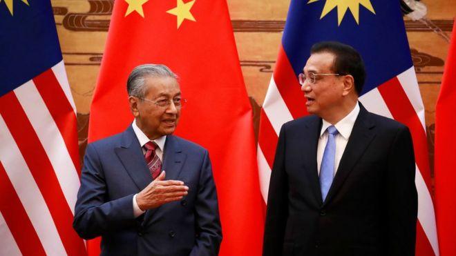 馬哈蒂爾抵達北京後,與中國總理李克強見面,並出席中方安排的歡迎儀式。