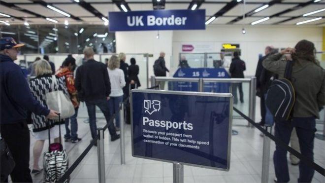 Паспортный знак на границе Великобритании