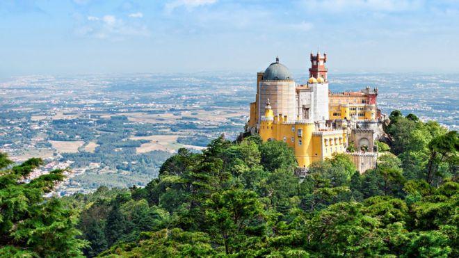 В Синтре легко представить, как здесь когда-то жила португальская аристократия