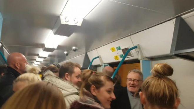 Поезд переполнен