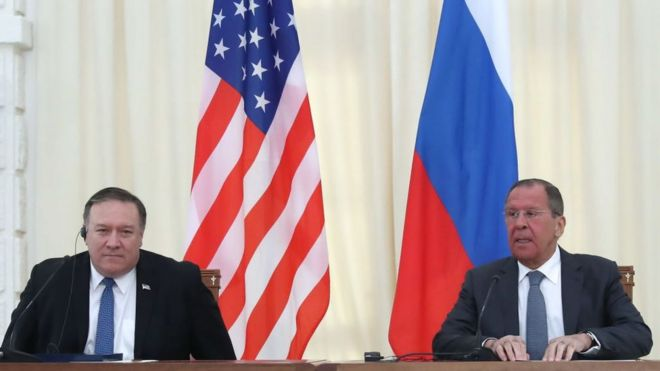Mike Pompeo y Sergei Lavrov.