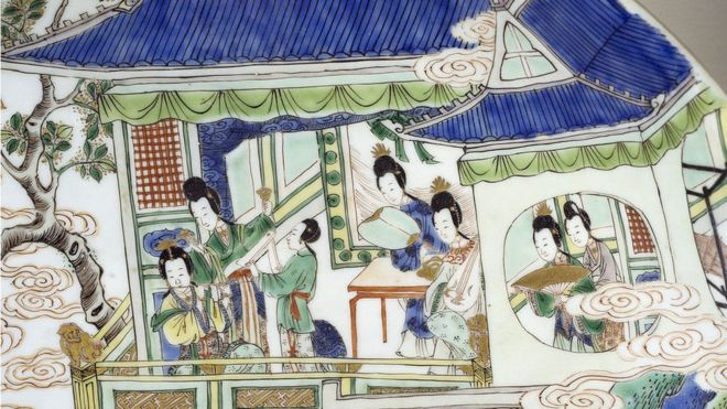 Tranh phụ nữ Trung Quốc thế kỷ 17-18 trên đĩa gốm