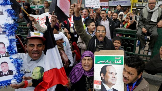 Сторонники президента Абдул Фаттах ас-Сиси празднуют День полиции на каирской площади Тахрир 25 января 2016 года