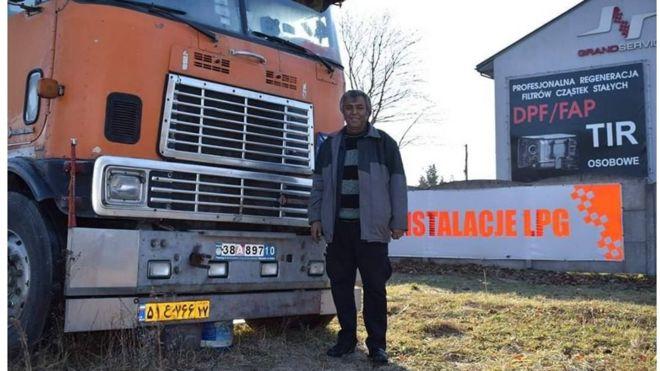 Иранский дальнобойщик застрял в Польше после поломки грузовика. Поляки собрали ему $65 тыс.