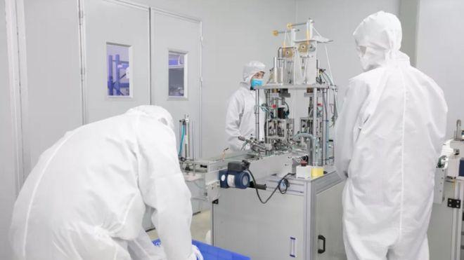 Prueba de fabricación en línea de mascarillas en Foxconn