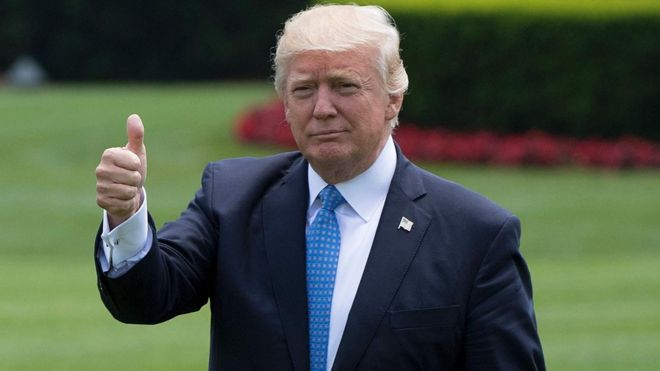 ba785f1c37f4a7 US President Donald Trump gives a thumbs up at the White House in  Washington