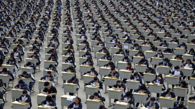 全中国约1000万名考生上星期参加了今年的高考考试。