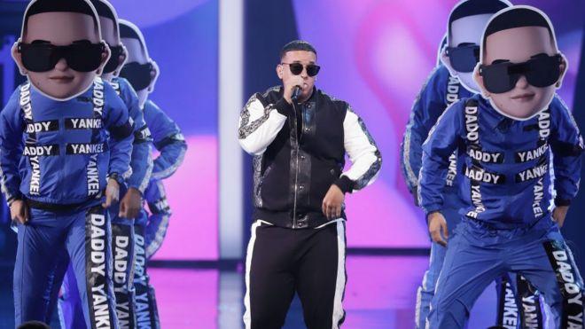 Daddy Yankee en un concierto.