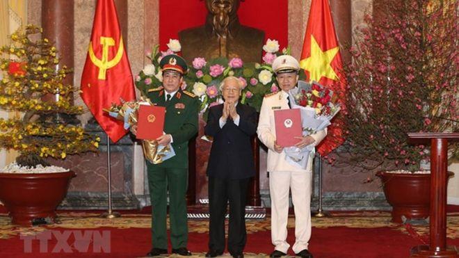 Tổng bí thư, Chủ tịch nước Nguyễn Phú Trọng sáng 29/1 đã trao quyết định thăng quân hàm cấp Đại tướng cho Bộ trưởng Công an Tô Lâm và Chủ nhiệm Tổng cục chính trị Lương Cường.