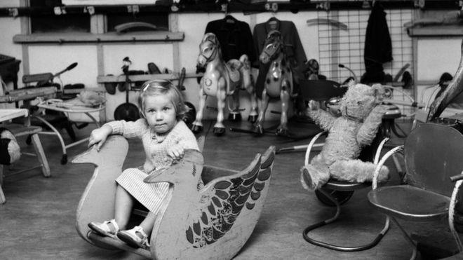 幼儿园里一个小姑娘