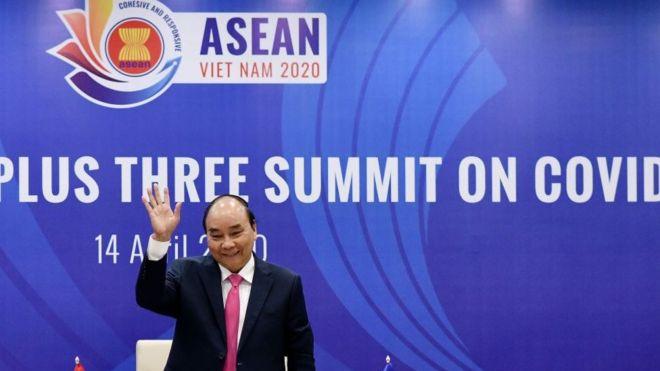 Hôm 14/4, trên cương vị Chủ tịch ASEAN 2020, Thủ tướng Nguyễn Xuân Phúc chủ trì Hội nghị về ứng phó dịch bệnh COVID-19 bằng hình thức họp trực tuyến