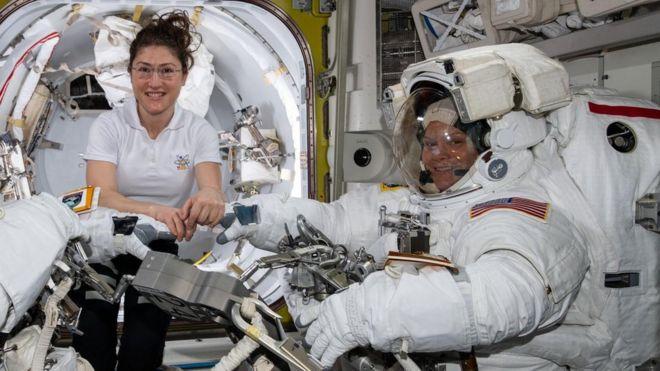 راهپیمایی فضایی زنانه به دلیل مشکل لباس لغو شد