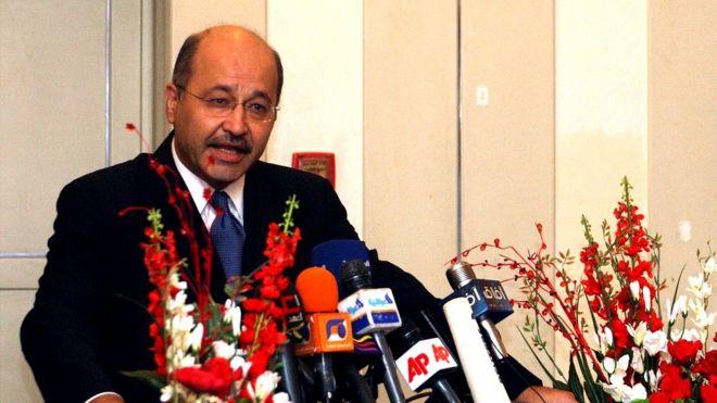 رئیسجمهور عراق: با عاملین حمله به معترضان برخورد میکنیم