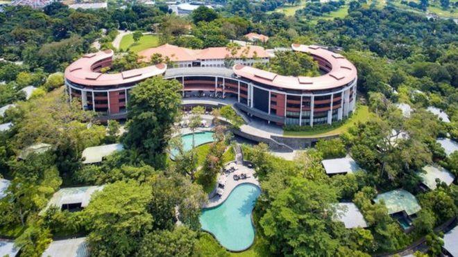 Foto del lujoso hotel Capella, donde se reunirán Kim Jong-un y Donald Trump