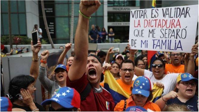 Hoa Kỳ hiện tiếp nhận khoảng 100.000 người Venezuela, nhiều người trong số đó phản đối ông Maduro