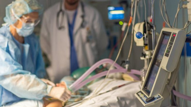 Doctor uses ventilator