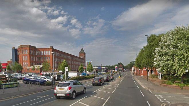 d206c5b6bd Oldham crash: Cyclist, 17, dies after hit-and-run - BBC News