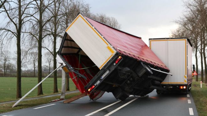 Lorry trailer knocked over by storm, Kampen, Netherlands, 18 Jan 18