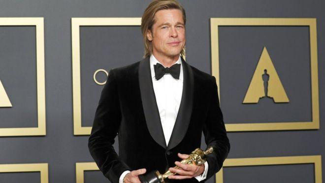 فاز الممثل الأميركي براد بيت
