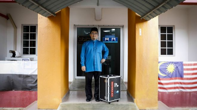 "Dr Mahyuddin com seu kit ""anti-histeria"""