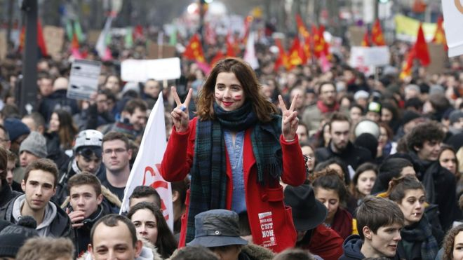 France unions and youths protest against labour reforms - BBC News on