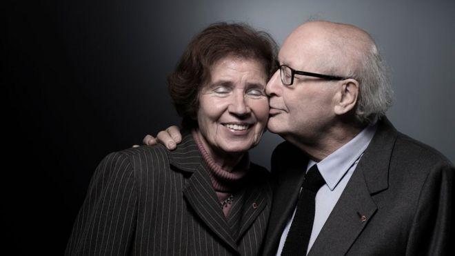 Serge Klarsfeld posa com sua mulher, Beate