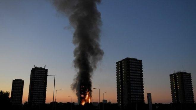 Пожар в Гренфелл-тауэр в Лондоне унес много человеческих жизней