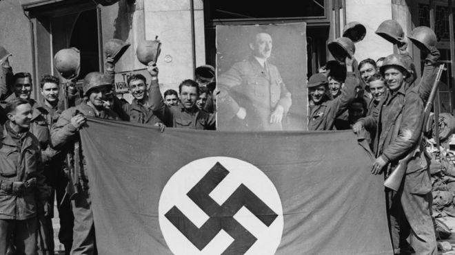 Soldados americanos capturam cidade alemã de Saar, em 1945