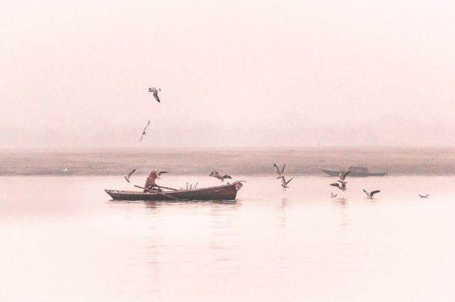 Ra khơi của ngư dân trên sông Hằng