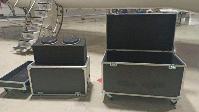 الصندوق الذي عثر عليه داخل الطائرة