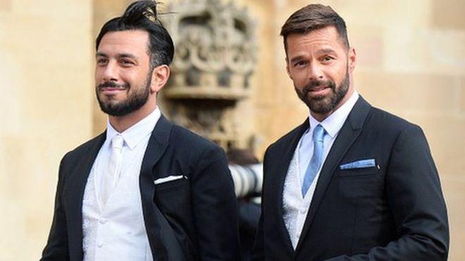 ريكي مارتن يعلن أنه أصبح أبا لطفلة مع زوجه سوري الأصل