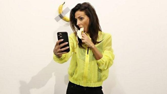 Banan fonunda selfi