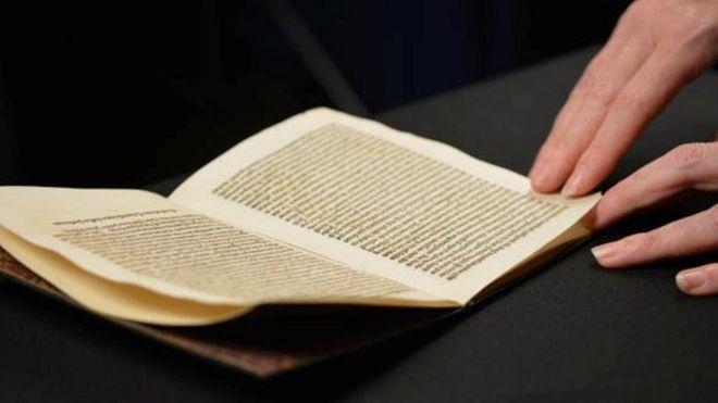 Una copia de la carta de Colón, devuelta a España por Estados Unidos.