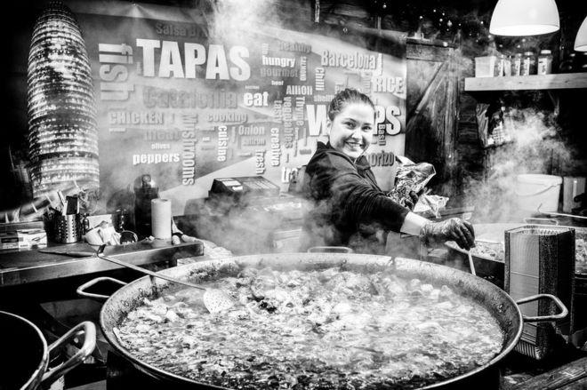 Paella'nın hazırlanışı.