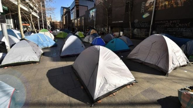 Tents on central Sydney shopping street & Sydney tent city: Homeless people leave Martin Place after new ...